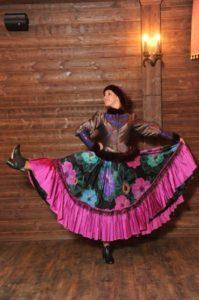 девушка танцует в кадрильках ушки арт.038ам