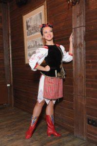 танцовщица в сапогах татарочка